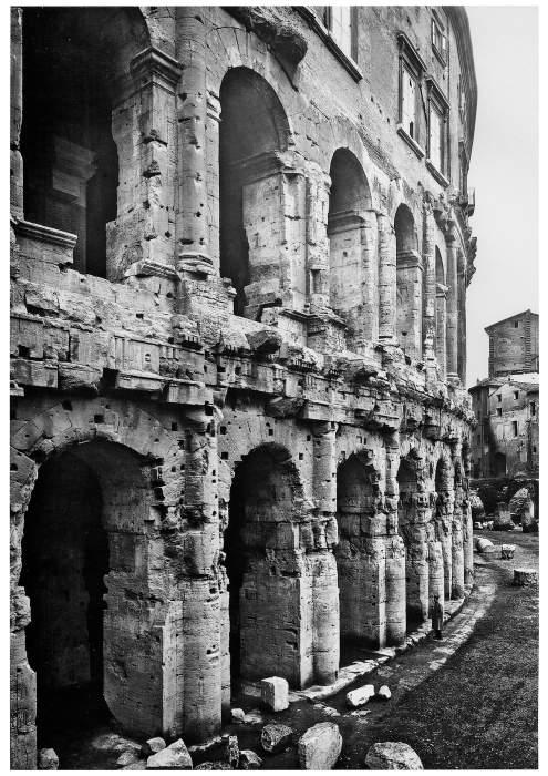 Tedeschi a spasso tra le rovine for Roma in bianco e nero