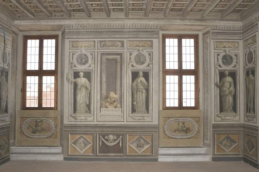 La sala affrescata a monocromi da domenico corvi 1780 ca for Affitto appartamento barberini roma