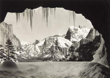 Ansel Adams, «From Wawona Tunnel, Winter, Yosemite». © 2011 The Ansel Adams Publishing Rights Trust courtesy of the Andrew Smith Gallery, Santa Fe, Nm