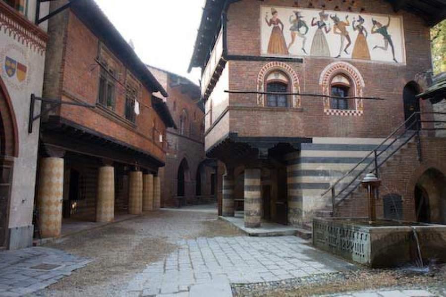 Risultati immagini per borgo medievale torino