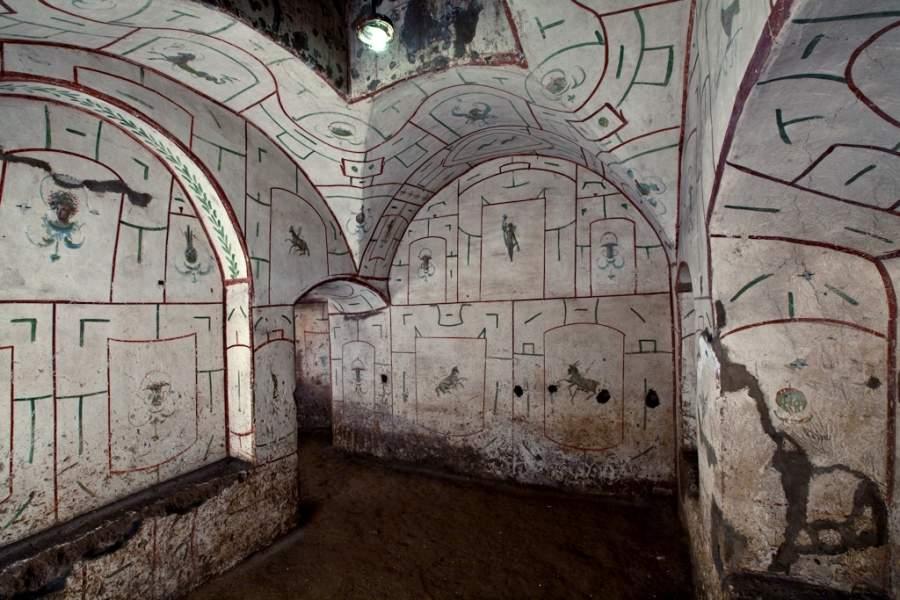 Nascosti sotto san sebastiano for Antica finestra a tre aperture