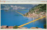 Christo, «Floating Piers» (progetto per il Lago d'Iseo), collage, 2014. Foto: André Grossmann, copyright © Christo 2014
