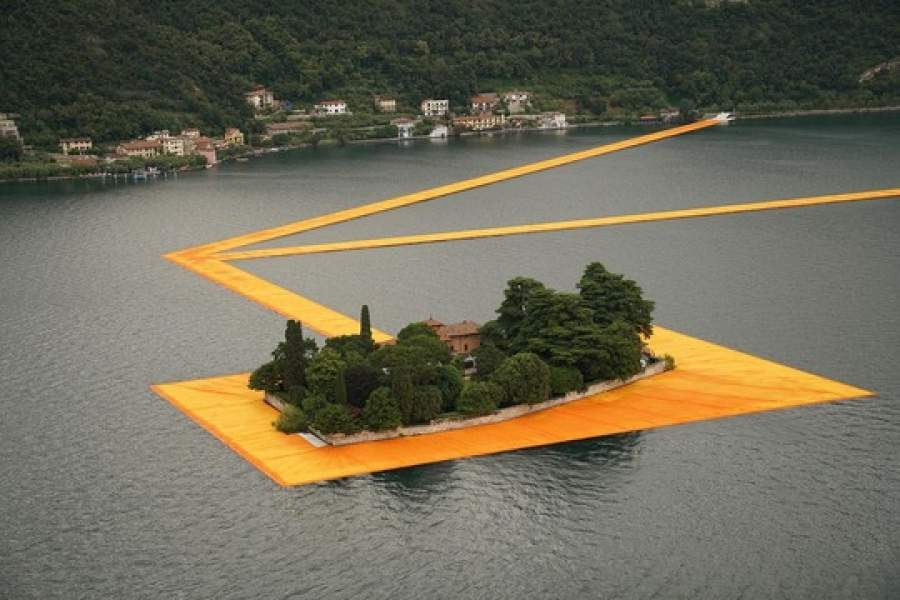 The Floating Piers, il progetto di Christo sul Lago d'Iseo. Foto: Wolfgang Volz © 2015 Christo