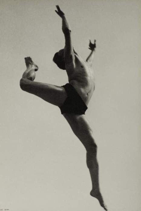 Ilse Bing Willem, «Dancer», 1932 © The Sir Elton John Photographic Collection © The  Estate of Ilse Bing