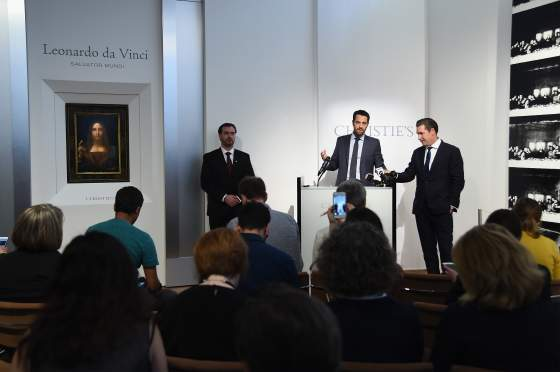 Il «Salvator Mundi» presentato da Loïc Gouzer in una conferenza stampa. Foto Christie's Images 2017, courtesy Christie's