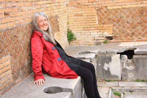 Mary Beard a Ostia © Caterina Turroni / Lion TV