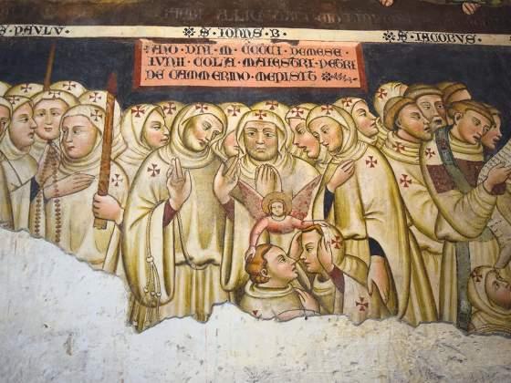 Processione di santi, affresco nella Chiesa di Santa Maria Assunta a Vallo di Nera