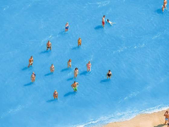 «Adriatic Sea staged dancing people», 2015, di Olivo Barbieri